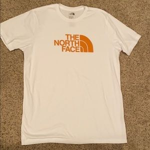 Men's NORTHFACE TSHIRT never worn due to wrng size